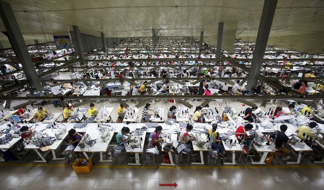 """Để làm ra một chiếc áo hàng hiệu, hàng trăm công nhân đã phải sống trong những điều kiện """"trời ơi đất hỡi"""" như này - Ảnh 6."""