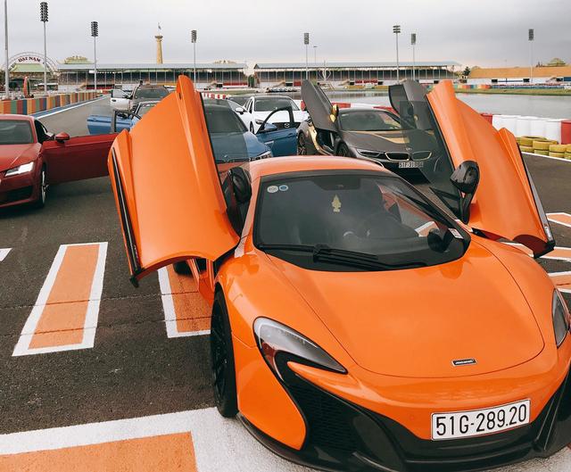 Dàn siêu xe sặc sỡ thử tốc độ ở trường đua Đại Nam - Ảnh 1.