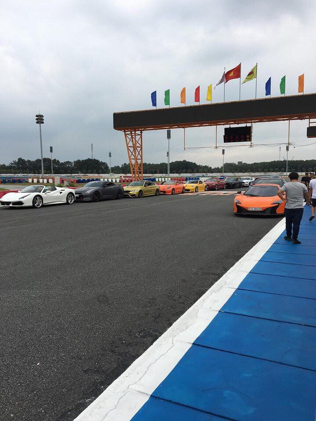 Dàn siêu xe sặc sỡ thử tốc độ ở trường đua Đại Nam - Ảnh 12.