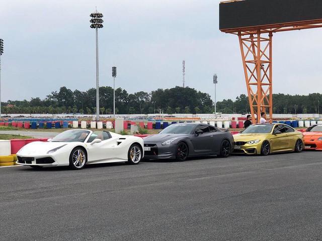 Dàn siêu xe sặc sỡ thử tốc độ ở trường đua Đại Nam - Ảnh 2.