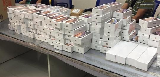 Vụ vận chuyển hơn 250 iPhone XS từ Mỹ: Mức phạt tối đa 50 triệu đồng? - Ảnh 1.