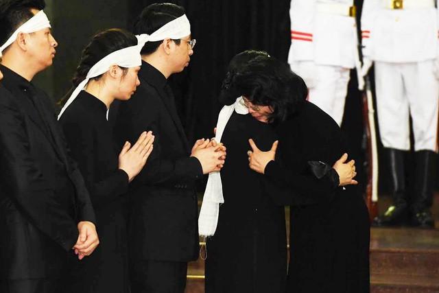 Tổng Bí thư Nguyễn Phú Trọng ghi sổ tang: Xin kính cẩn nghiêng mình trước anh linh Đồng chí Trần Đại Quang - Ảnh 3.