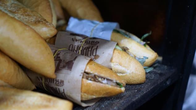 Báo Mỹ ca ngợi bánh mì Việt Nam: Nhất định phải đến Hội An để tìm kiếm món ăn nức tiếng thế giới - Ảnh 4.