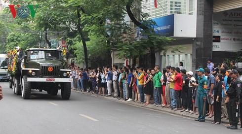 Trực tiếp: Đưa linh cữu Chủ tịch nước Trần Đại Quang về quê nhà - Ảnh 2.