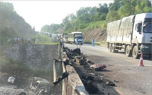 Thông tuyến cao tốc Nội Bài – Lào Cai sau sự cố cháy xe bồn chở xăng - Ảnh 1.
