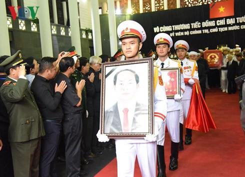 Trực tiếp: Đưa linh cữu Chủ tịch nước Trần Đại Quang về quê nhà - Ảnh 26.