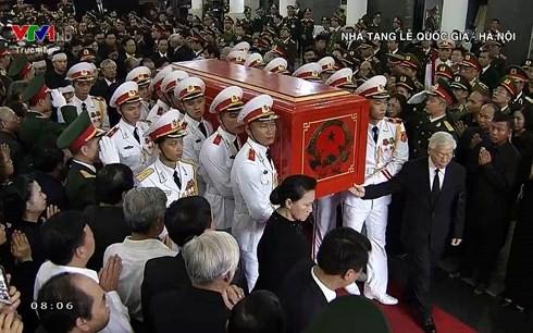 Trực tiếp: Đưa linh cữu Chủ tịch nước Trần Đại Quang về quê nhà - Ảnh 27.
