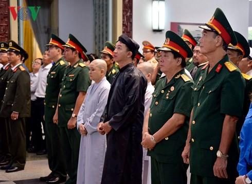 Trực tiếp: Đưa linh cữu Chủ tịch nước Trần Đại Quang về quê nhà - Ảnh 32.