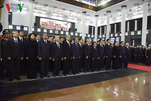 Trực tiếp: Đưa linh cữu Chủ tịch nước Trần Đại Quang về quê nhà - Ảnh 36.