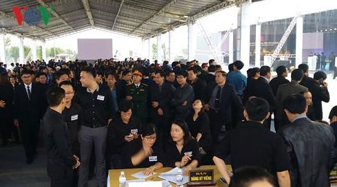 Trực tiếp: Đưa linh cữu Chủ tịch nước Trần Đại Quang về quê nhà - Ảnh 45.