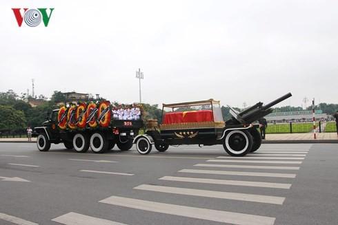 Trực tiếp: Đưa linh cữu Chủ tịch nước Trần Đại Quang về quê nhà - Ảnh 8.