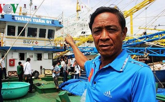 Vụ tàu vỏ thép hàng chục tỷ nằm bờ: Giám đốc công ty đóng tàu khóc, bất ngờ than bị lừa trắng tay! - Ảnh 1.