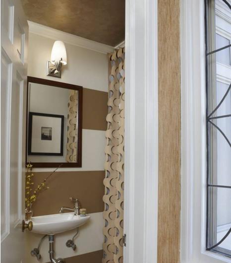 Phòng tắm chật hẹp sẽ rộng không ngờ nhờ một số mẹo dễ làm này - Ảnh 2.