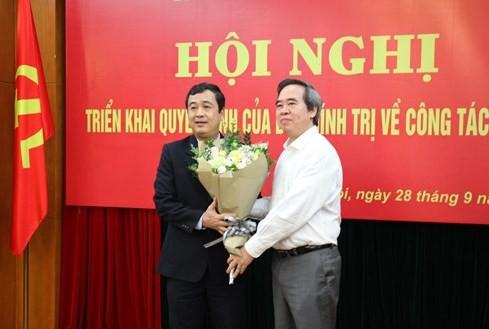 Bộ Chính trị, Ban Bí thư Trung ương Đảng điều động, phân công cán bộ - Ảnh 1.
