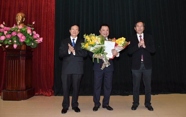 Bộ Chính trị, Ban Bí thư Trung ương Đảng điều động, phân công cán bộ - Ảnh 2.