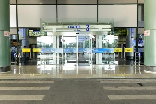 Cận cảnh bề ngoài mới Nhà ga T1 Nội Bài sau 1 năm nâng cấp - Ảnh 2.