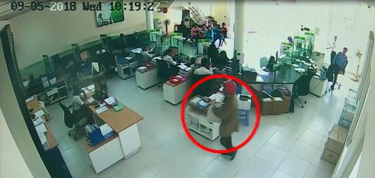 Nhận dạng 2 tên cướp ngân hàng ở Khánh Hòa - Ảnh 2.