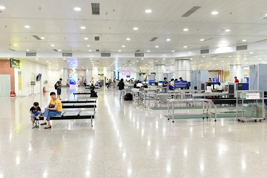 Cận cảnh diện mạo mới Nhà ga T1 Nội Bài sau một năm nâng cấp - Ảnh 9.