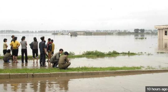 Triều Tiên: Lũ lụt xô đổ hơn 800 toà nhà, 76 người thiệt mạng - Ảnh 2.