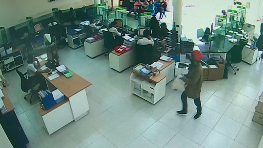 Đã bắt được 2 nghi phạm cướp ngân hàng ở Khánh Hòa - Ảnh 3.