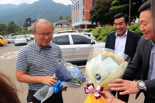 """HLV Park Hang-seo lại làm """"rạng danh"""" U23 Việt Nam khi trở về nơi chôn rau cắt rốn - Ảnh 2."""