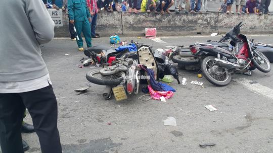 Xe container tông 18 xe máy dừng đèn đỏ ở Long An, 4 người chết, 18 người bị thương - Ảnh 3.