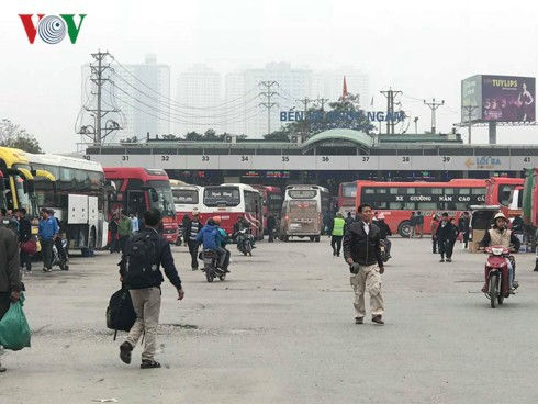 """5 bến xe ở Hà Nội """"cõng"""" cả triệu khách về đón Xuân - Ảnh 1."""