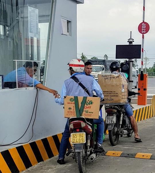 Lãnh đạo bến xe Cần Thơ lên tiếng việc thu xe máy 2.000 đồng/lượt - Ảnh 2.
