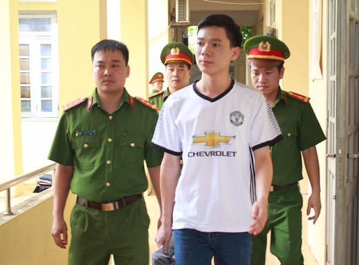 Nguyên Chánh tòa hình sự TANDTC: Vì sao có đến 3 lần đổi tội danh với BS Hoàng Công Lương? - Ảnh 1.