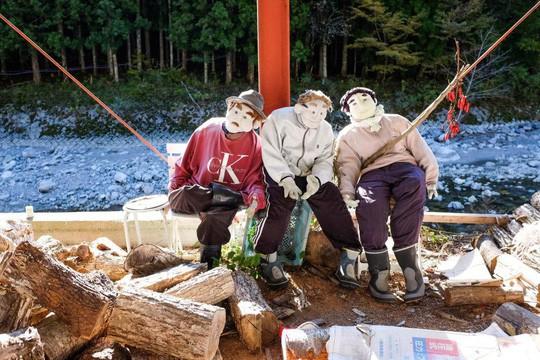 """""""Rùng mình"""" với ngôi làng làm búp bê thế chỗ người chết ở Nhật - Ảnh 2."""