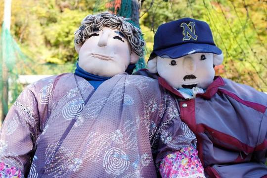 """""""Rùng mình"""" với ngôi làng làm búp bê thế chỗ người chết ở Nhật - Ảnh 8."""