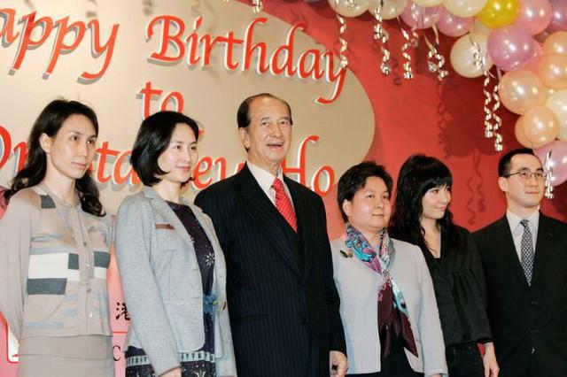 Drama gia tộc casino lớn nhất thế giới: Tỷ phú 97 tuổi là 'nạn nhân' của 4 bà vợ, 17 người con, sóng gió tranh ngôi báu 6 tỷ USD triền miên, không yên ngày nào! - Ảnh 6.