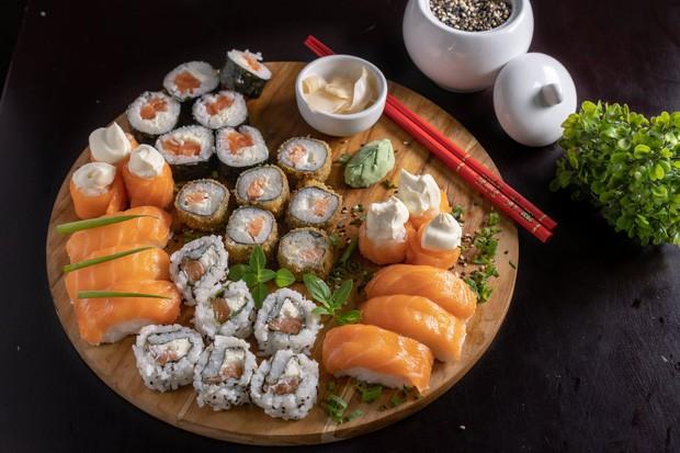 Đố bạn biết sushi và kimbap có gì khác nhau: Ngoài xuất xứ từ 2 quốc gia, điểm đặc trưng này mới là quyết định! - Ảnh 3.