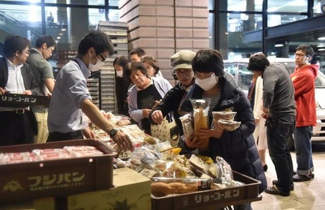 Khi đất nước bị thiên tai tấn công, những người vợ Nhật Bản đã thể hiện kỹ năng không chỉ cơm áo mà còn giúp cả gia đình sinh tồn - Ảnh 16.