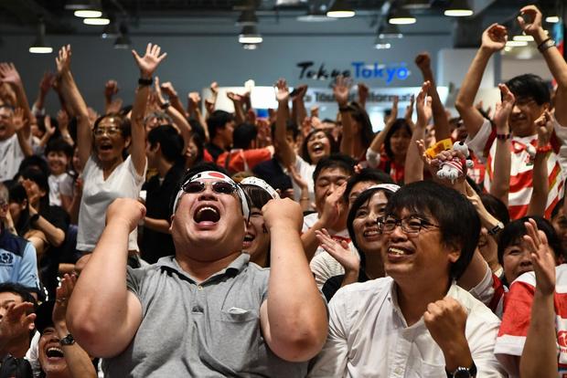 Khoảnh khắc xúc động: Ngay khi Quốc ca vang lên, tuyển Nhật Bản cùng các fan bật khóc vì thương đồng bào phải chống chịu siêu bão Hagibis - Ảnh 3.