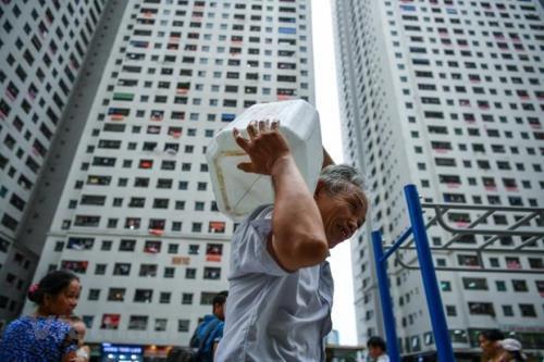 Điểm tên những khu chung cư nhà giàu khốn khổ vì thiếu nước sinh hoạt - Ảnh 4.