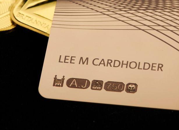 Hoàng gia Anh phát hành thẻ tín dụng bằng vàng nguyên khối - Ảnh 4.