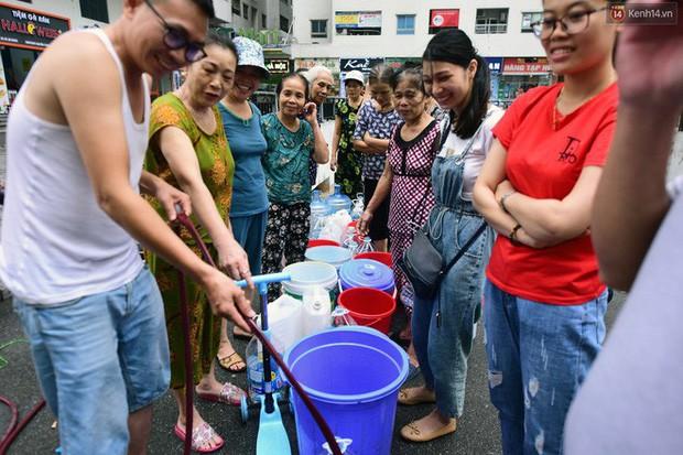 Nóng: Triệu tập một số người nghi đổ trộm chất thải gây ô nhiễm nguồn nước sạch sông Đà - Ảnh 3.
