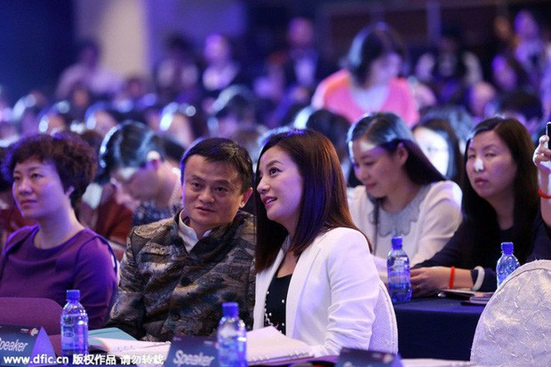 Jack Ma: Đằng sau người đàn ông thành đạt luôn có một người phụ nữ mạnh mẽ. Riêng tôi lại có rất nhiều - Ảnh 2.