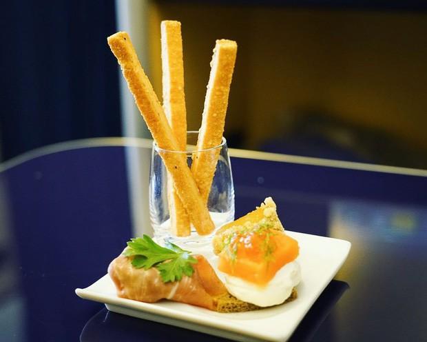 Suất ăn hạng nhất của 15 hãng hàng không này sẽ làm thay đổi quan niệm của bạn về chuyện ăn uống trên máy bay - Ảnh 14.