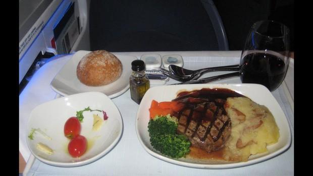 Suất ăn hạng nhất của 15 hãng hàng không này sẽ làm thay đổi quan niệm của bạn về chuyện ăn uống trên máy bay - Ảnh 3.