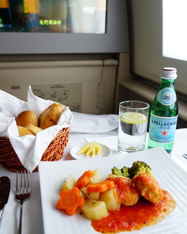 Suất ăn hạng nhất của 15 hãng hàng không này sẽ làm thay đổi quan niệm của bạn về chuyện ăn uống trên máy bay - Ảnh 21.