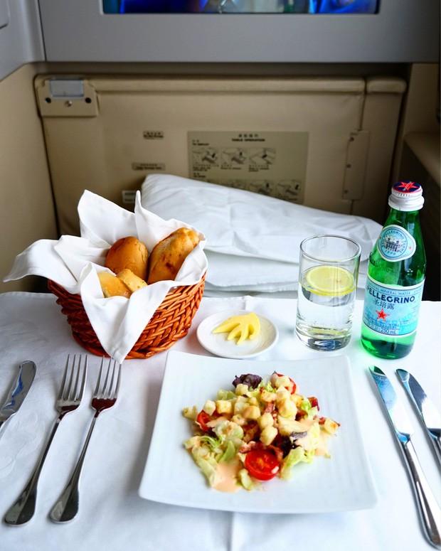Suất ăn hạng nhất của 15 hãng hàng không này sẽ làm thay đổi quan niệm của bạn về chuyện ăn uống trên máy bay - Ảnh 23.