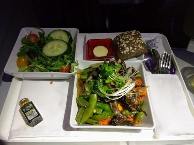 Suất ăn hạng nhất của 15 hãng hàng không này sẽ làm thay đổi quan niệm của bạn về chuyện ăn uống trên máy bay - Ảnh 7.