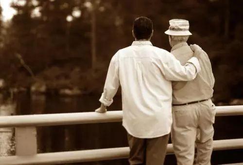 3 cha con liên tiếp mắc cùng 1 bệnh ung thư: Bác sĩ nhắc nếu gia đình có người mắc loại ung thư này thì cả nhà phải đi khám gấp - Ảnh 1.