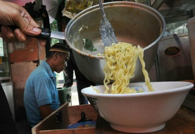 Sức khỏe giới trẻ châu Á nguy cơ suy giảm vì mỳ ăn liền - Ảnh 1.