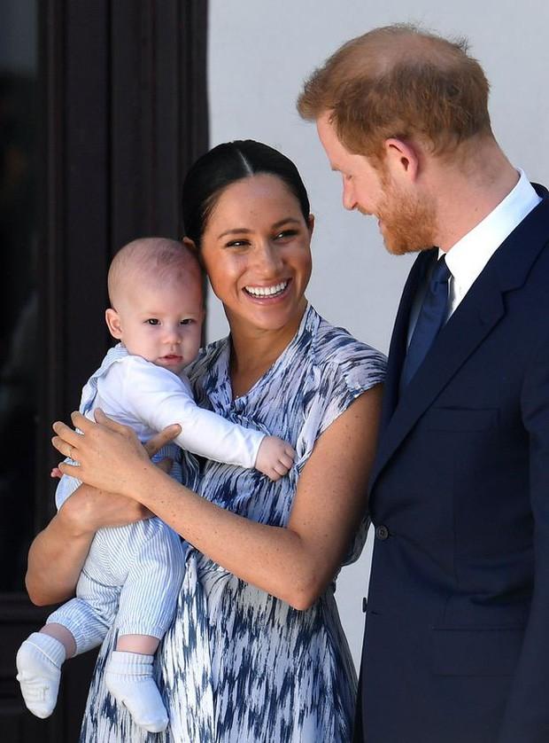 """Nghi vấn hoàng tử Harry và công nương Meghan rời cung điện Windsor trở về """"quê vợ"""" trong nhiều năm tới - Ảnh 1."""