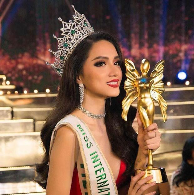 Top những hoa hậu học giỏi bậc nhất thế giới, Việt Nam cũng góp mặt 2 đại diện siêu đỉnh: Người thi ĐH 29.5 điểm, người là du học sinh - Ảnh 12.