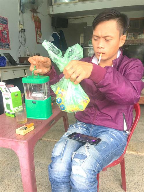 Tất cả các mặt hàng trong vùng bão Bình Định đồng loạt cháy hàng - Ảnh 2.