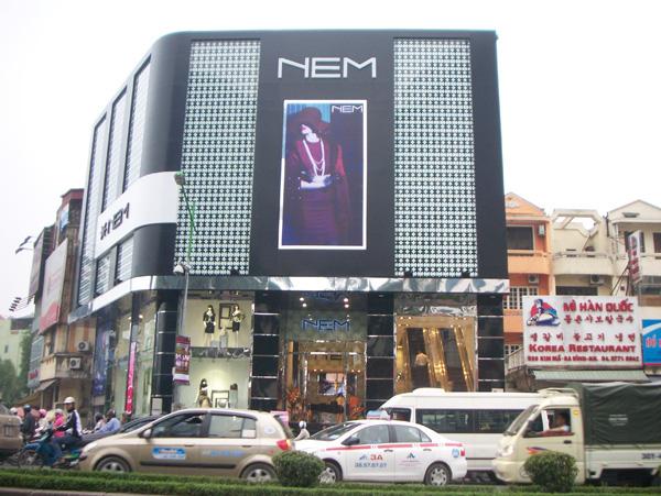 """""""Đế chế"""" thời trang NEM: Từng bị Vietinbank rao bán nợ xấu đến nghi án cắt mác - Ảnh 1."""